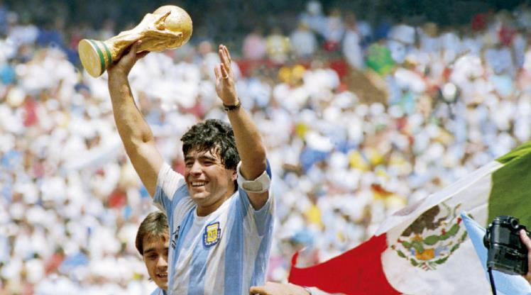 Diego Maradona hayatını kaybetti