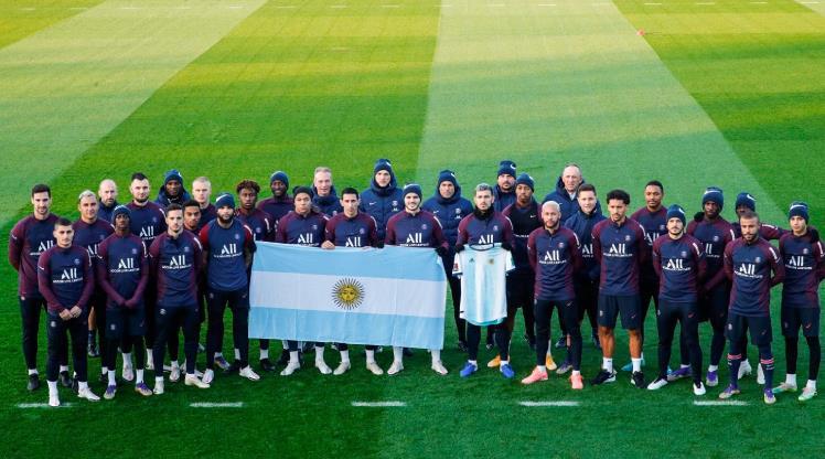 PSG'den Maradona için saygı gösterisi
