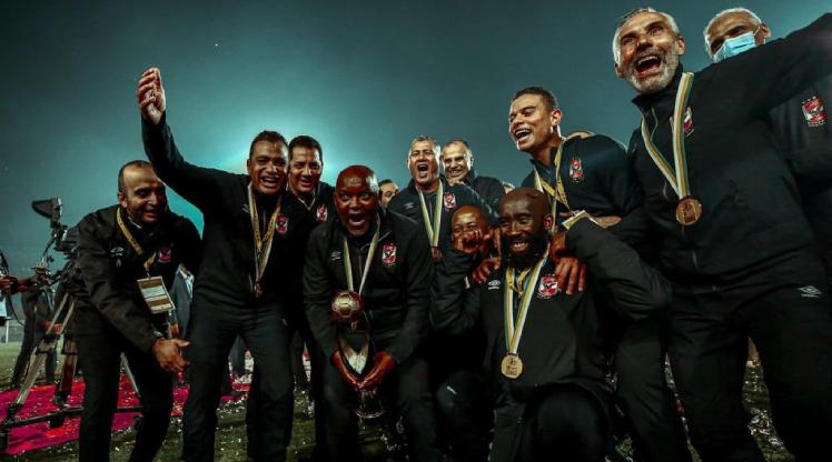 Afrika Şampiyonlar Ligi kupası Al-Ahly'nin