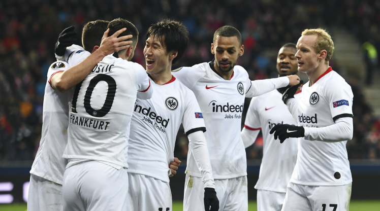 Erteleme maçında turu Eintracht Frankfurt kaptı (ÖZET)