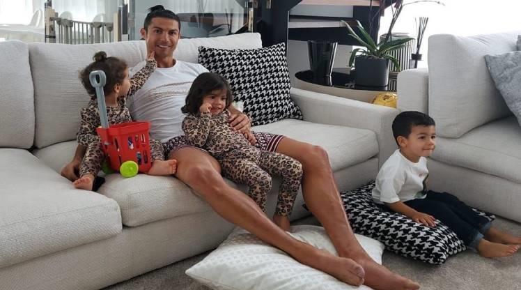 """Ronaldo'dan """"evde kal"""" çağrısı"""