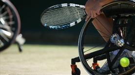 Tekerlekli sandalye tenisine destek