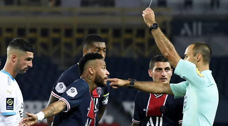 Paris Saint-Germain'den Neymar'a destek