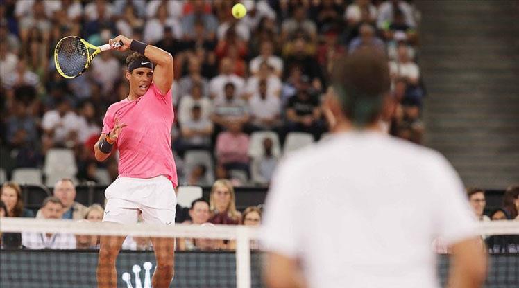 Nadal, Federer'i yakalamak için korta çıkıyor