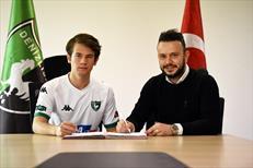 Denizlispor'dan 3 futbolcuya profesyonel sözleşme