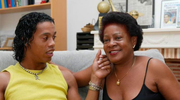 Ronaldinho'nun annesi koronavirüse yenildi