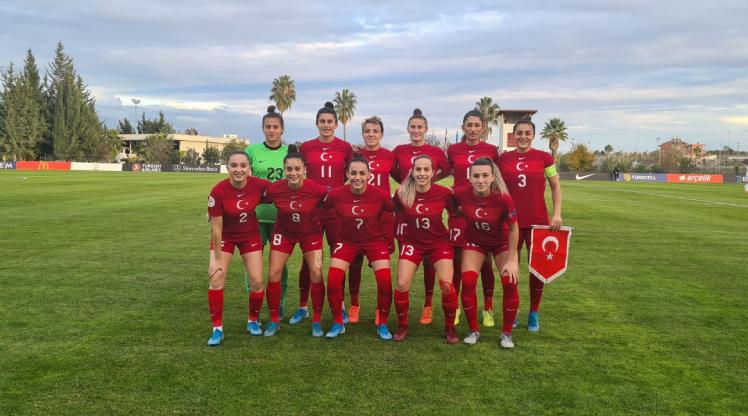A Milli Kadın Futbol Takımı Riva'da kampa girecek