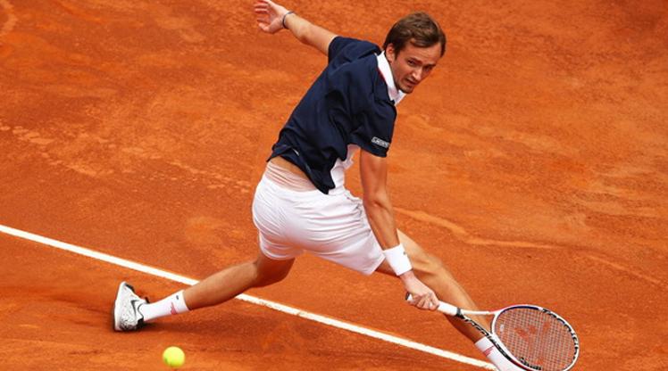 Medvedev, Monte Carlo'dan çekildi