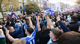 Chelsea taraftarlarından dev protesto