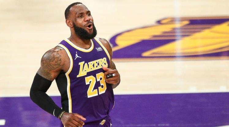 LeBron James'in oyuncu kartı 5,2 milyon dolara satıldı