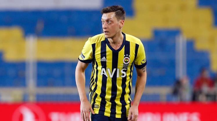 Mesut Özil geri döndü!