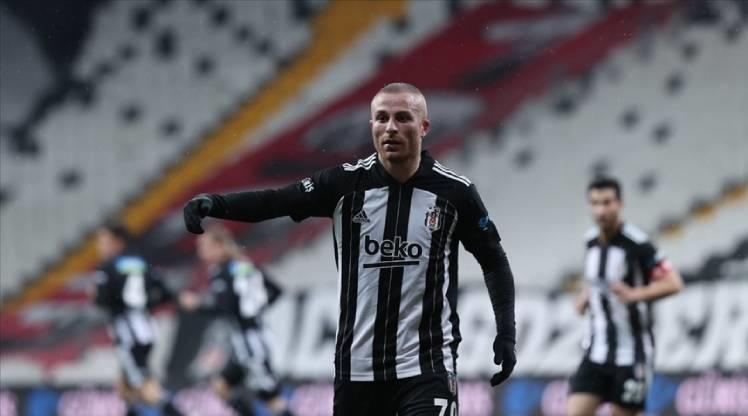 Beşiktaş'ta Gökhan Töre kadroya dahil edildi