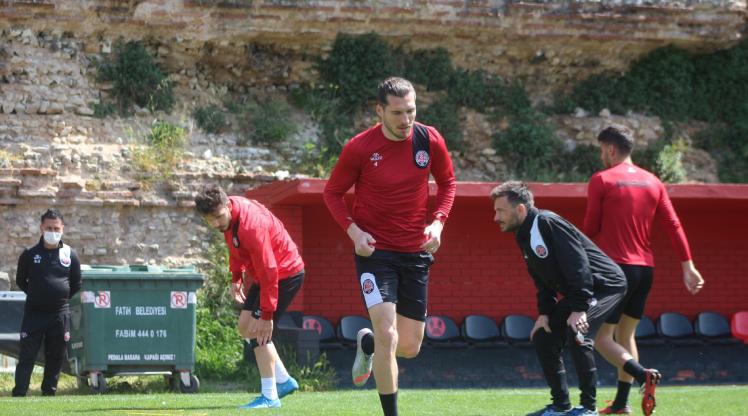 F. Karagümrük, İH Konyaspor'a konuk oluyor