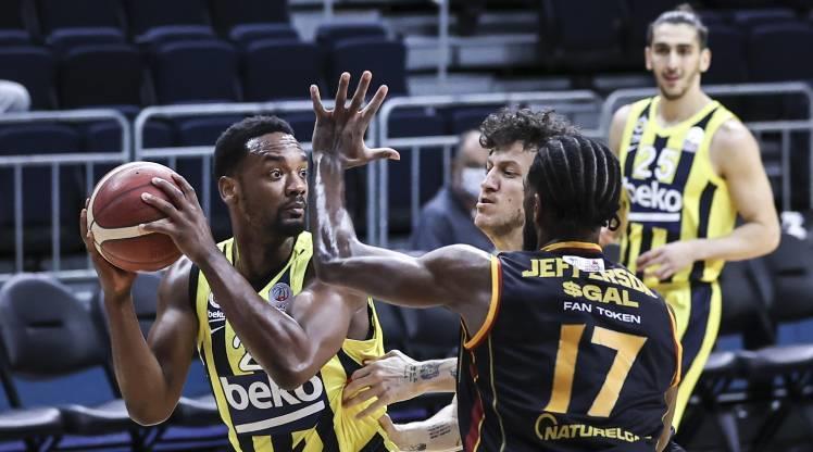 Derbide gülen Fenerbahçe Beko