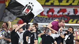 İZLE   Beşiktaş, İzmir'de şampiyonluğu doyasıya kutladı!