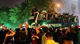 GALERİ | Şampiyonluk kutlamasında talihsiz kaza