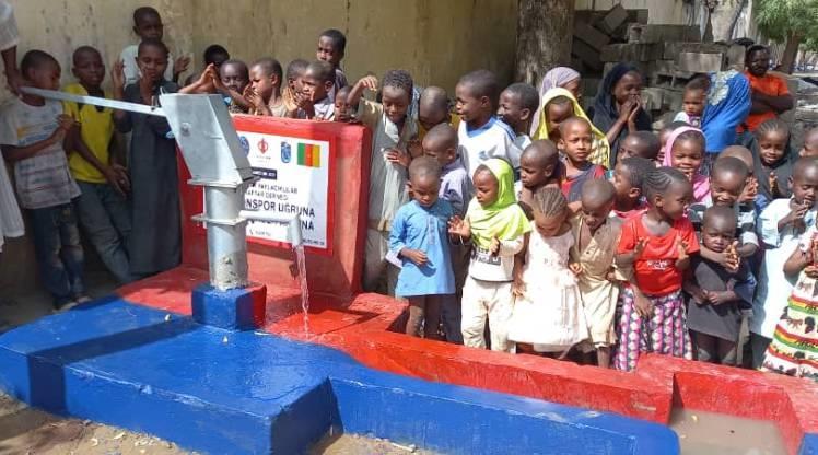 Trabzonsporlular, Kamerun'da su kuyusu açtırdı