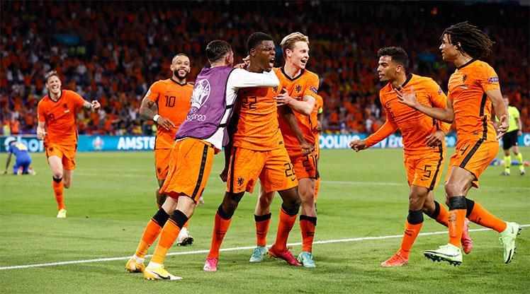 Nefes kesen maçta son sözü Hollanda söyledi: 3-2