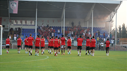 Taraftarlar Gaziantep FK idmanında