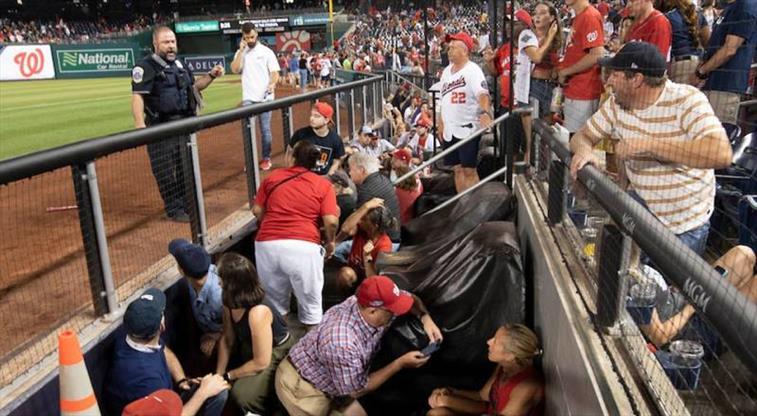 Beyzbol maçında korkutan saldırı