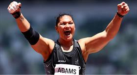 Valerie Adams olimpiyat tarihine geçti